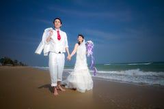 Förälskad brud och brudgum Fotografering för Bildbyråer