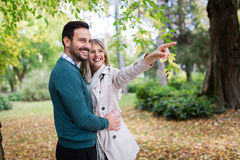 Förälskad spendera tid för lyckliga par tillsammans Royaltyfri Fotografi