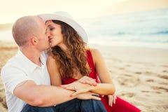 Förälskade lyckliga par Fotografering för Bildbyråer