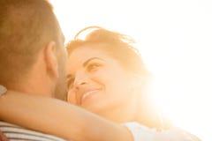 Förälskade lyckliga tillsammans - par Arkivfoton