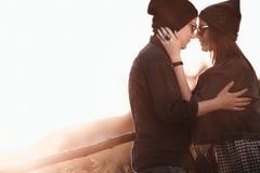 Förälskade par för barnmodeHipster Arkivfoton