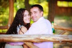 Förälskade unga par royaltyfri fotografi