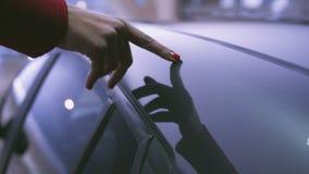 Förälskat med bilen stock video