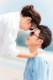 Förälskat utomhus- för par fotografering för bildbyråer