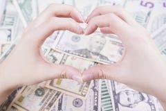 Förälskelse av pengarbegreppet arkivfoto