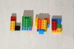 Förälskelse färgade Lego tegelstenar Arkivfoto