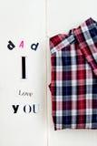 Förälskelse för farsa I dig bokstäver och skjorta Arkivbild