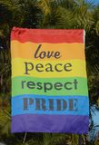 Förälskelse-, fred-, respekt- och stolthettecken royaltyfri bild