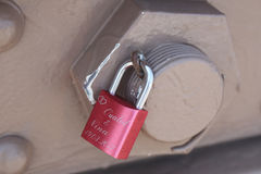 Förälskelse låser på den Brooklyn bron i New York Royaltyfria Foton