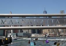 Förälskelse låser på den Brooklyn bron parkerar i New York Royaltyfri Bild