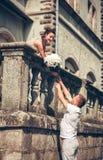 Förälskelse och affektion mellan ett par fotografering för bildbyråer