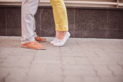 Förälskelse och foots av gatan Royaltyfri Foto