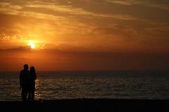 Förälskelse och solnedgångar Fotografering för Bildbyråer