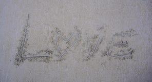 Förälskelse på sanden arkivfoto