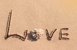 förälskelse som är skriftlig på stranden Royaltyfri Fotografi