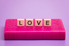 förälskelse som stavas ut Fotografering för Bildbyråer
