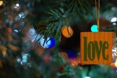 Förälskelsebegrepp på julgranen Fotografering för Bildbyråer