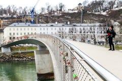 Förälskelsebro på Salzburg Royaltyfri Fotografi