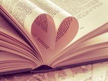 Förälskelsehjärta i en bok Royaltyfri Fotografi