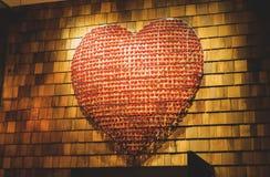 Förälskelsehjärtavägg royaltyfria bilder