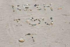 Förälskelsemeddelande i sanden Arkivfoton