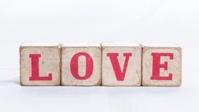 Förälskelsemeddelande som är skriftligt i träkvarter Royaltyfri Foto