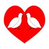 Förälskelsepar som dykas i röd hjärta Fotografering för Bildbyråer