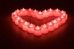 Förälskelsesymbolet som gjordes från många, ledde stearinljus Fotografering för Bildbyråer