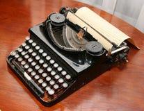 föråldrad skrivmaskinstappning Arkivfoto