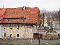 Förödande hus, Jelenia Gora, Polen Arkivfoto