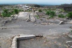 Förödelse efter vulkanutbrott Arkivbild