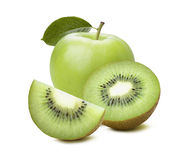 För äpplekiwi för helhet som gröna skivor isoleras på vit bakgrund arkivbilder