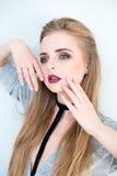 för århundradestående för 20 skönhet kvinna för granskning s retrospektiv xx Härlig modellflicka med perfekt ny ren makeup för hu Royaltyfri Bild