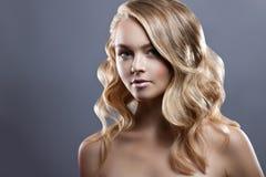 för århundradestående för 20 skönhet kvinna för granskning s retrospektiv xx Perfekt ny hud för härlig Spa flicka Näckt smink royaltyfri foto