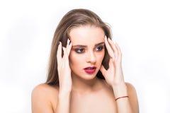 för århundradestående för 20 skönhet kvinna för granskning s retrospektiv xx Yrkesmässig makeup för brunetten med blåa ögon - röd arkivbild