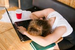 För affärsarbete för stopptid arbete tröttat begrepp arkivbild