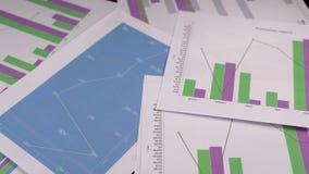 För affärsdata för graf för diagram för droppe gem för längd i fot räknat ner lager videofilmer