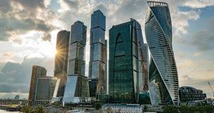 För affärsmitt för Moskva består internationella så kallad Moskva-stad skyskrapor, av affär, bostads- och livsstil arkivfilmer
