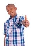 För afrikansk amerikanpojkedanande för tummar svarta människor upp - arkivfoto