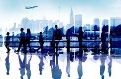 För Aiport för avvikelse för lopp för affärsfolk begrepp passagerare royaltyfria foton