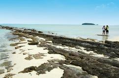För Aitutaki för barnparbesök kock Islands lagun Royaltyfria Bilder