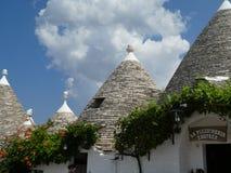 För Alberobello Trulli Trullo Apulia sydlig Italien för tak panorama- stuga romantiker arkivfoto