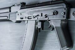 För anfallgevär för AK74M Kalashnikov modellen för airsoft 04/08/2017 Ryssland, staden av Cheboksary Fotografering för Bildbyråer
