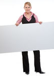 för anställdholding för affischtavla blank kvinna royaltyfria foton