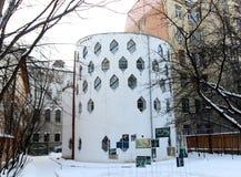 För arkitekturhus för foto intressant bikupa Royaltyfria Bilder