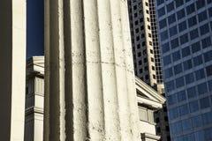 För arkitekturKapitolium för Closeup som gammal historisk domstolsbyggnad bygger runda kolonner arkivbild
