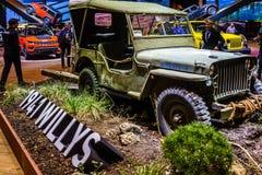 För arméstil för tappning grön för Willy jeep ` s från 1941 arkivbild