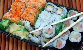 För avhämtning sushi Rolls Royaltyfri Bild