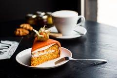 För bagericloseup för orange kaka söt garnering Arkivbild