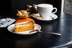 För bagericloseup för orange kaka söt garnering Royaltyfri Foto
